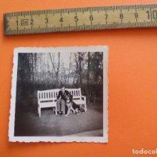 Fotografía antigua: ANTIGUA FOTOGRAFÍA ALEMANIA AÑOS 30-40 HOMBRE CON PERRO FOTO.GERMANY PHOTO ANTIQUE. Lote 92991645