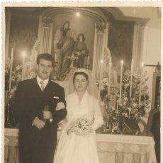 Fotografía antigua: == FF133 - FOTOGRAFIA - PAREJA DE NOVIOS - FOTOS DANIEL - VALENCIA 1956 - 18 X 11,5 CM.. Lote 93918670