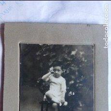 Fotografía antigua: NIÑA SENTADA POSANDO, 11 X 17,5 CM. Lote 94020395