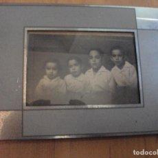 Fotografía antigua: FOTOGRAFIA ENMARCADA DE UN GRUPO DE HERMANOS DE 1937. Lote 94799567