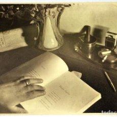 Fotografía antigua: COMPOSICIÓN CON JARRÓN ART NOUVEAU. FOTOGRAFÍA. ESPAÑA. ANÓNIMO. CIRCA 1900. Lote 94804991
