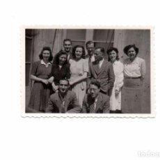 Fotografía antigua: ANTIGUA FOTO FOTOGRAFÍA PHOTO GRUPO DE PERSONAS, MUJERES HOMBRES, AMIGOS, CREO AÑOS 50 60 APROX. VER. Lote 97896763