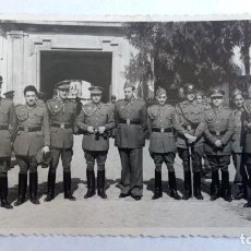 Fotografía antigua: FOTOGRAFIA GRUPO DE OFICIALES MILITARES, LOS NOMBRES EN EL REVERSO. Lote 98747707