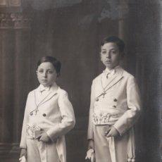 Fotografía antigua: ANTIGUA FOTOGRAFÍA. NIÑOS CON TRAJE DE COMUNIÓN. AÑOS 30.. Lote 98869727