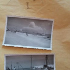 Fotografía antigua: 2 FOTOS PUERTO ALGECIRAS 1953 IDENTIF . AL DORSO BARCOS BARCAS PESCADORES TURISMO GIBRALTAR. Lote 100050675