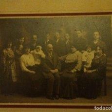 Fotografía antigua: GRAN FOTO CARTON 33X 35 CM FAMILIA 1915 IDELMON BURGOS. Lote 100089175