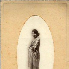 Fotografía antigua: CJ50-EXTRAORDINARIA FOTOGRAFIA ANTIGUA - UNA DAMA CON MANTON -FOTO- SAMANIEGO- CORUÑA DE 1928. Lote 100631771