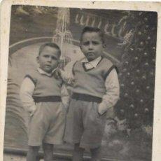 Fotografía antigua: == F739 - FOTOGRAFIA - DOS HERMANITOS. Lote 101479843