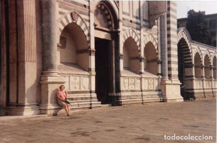 == A1430 - FOTOGRAFIA - SEÑORA EN UN BONITO PAISAJE (Fotografía - Artística)