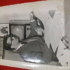 Fotografía antigua: LOCUTOR RADIO AÑOS 50?. Lote 101576559