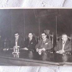 Fotografía antigua: PERSONAJES RADIO AÑOS 50?. Lote 101576655