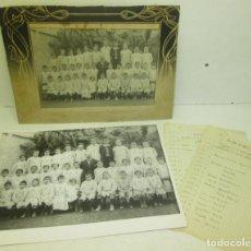 Fotografía antigua: ANTIGUA FOTO ESCOLAR, NIÑOS Y MAESTRO ESCUELA, CON COPIA Y NOMBRES DE LOS NIÑOS, 1910. Lote 101651039