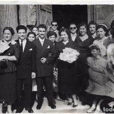 Fotografía antigua: == FF167 - FOTOGRAFIA - PAREJA DE NOVIOS CON SUS FAMILIARES - 17,5 X 11,5 CM.. Lote 101652995
