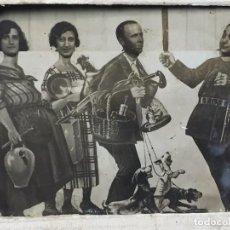 Fotografía antigua: FOTOGRAFIA BLANCO NEGRO COMICA DISFRACES CUATRO PERSONAJES FECHA 3/7/30 9 X 12 CM. Lote 102600527