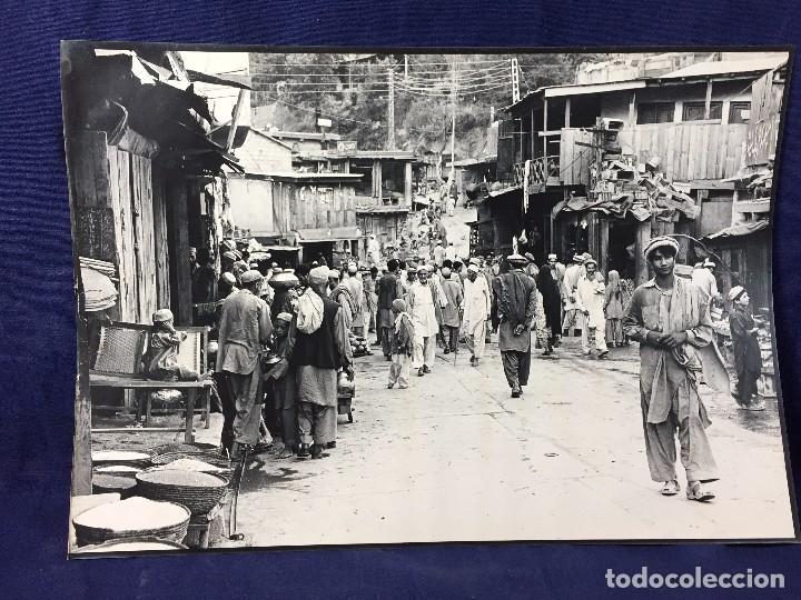 FOTOGRAFIA BLANCO NEGRO CALLE PAKISTAN FRANJA PESHAWAR NORTE INDIA AÑOS 50 70 40 X 27,5 CM (Fotografía - Artística)