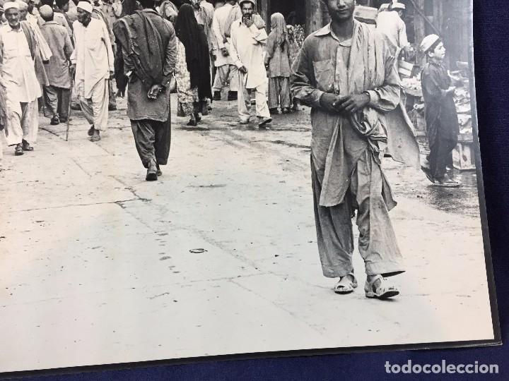 Fotografía antigua: fotografia blanco negro calle pakistan franja peshawar norte india años 50 70 40 x 27,5 cm - Foto 8 - 103389663