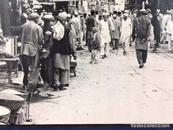 Fotografía antigua: fotografia blanco negro calle pakistan franja peshawar norte india años 50 70 40 x 27,5 cm - Foto 9 - 103389663