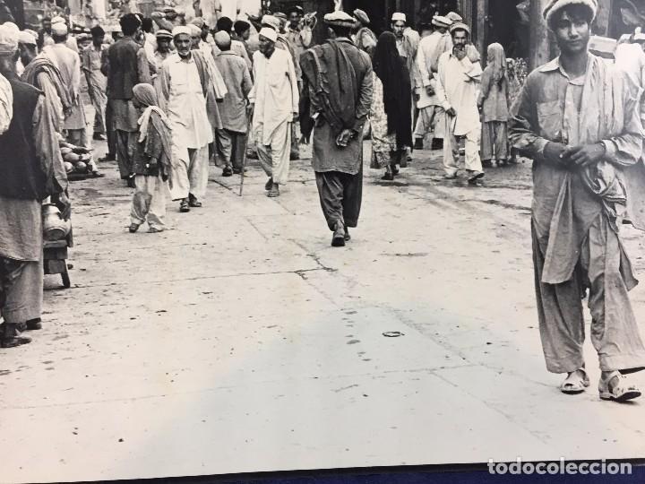 Fotografía antigua: fotografia blanco negro calle pakistan franja peshawar norte india años 50 70 40 x 27,5 cm - Foto 10 - 103389663