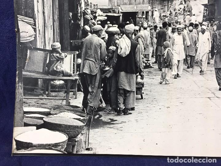 Fotografía antigua: fotografia blanco negro calle pakistan franja peshawar norte india años 50 70 40 x 27,5 cm - Foto 11 - 103389663
