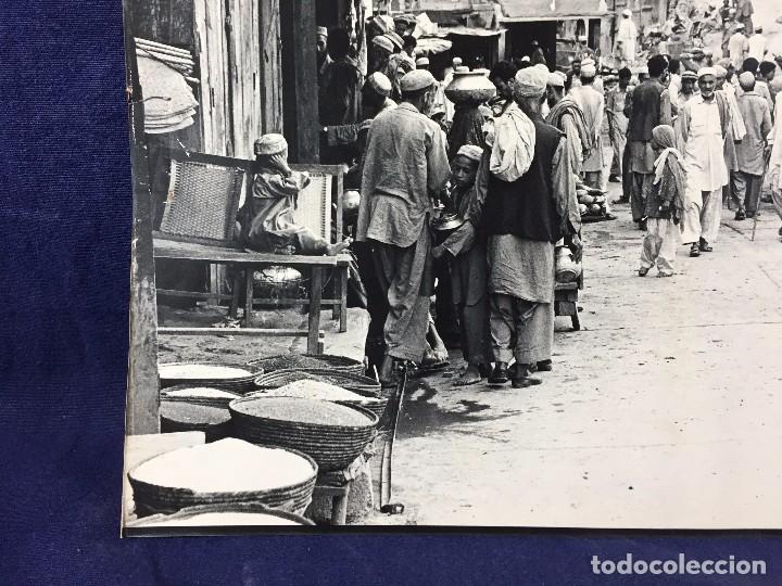 Fotografía antigua: fotografia blanco negro calle pakistan franja peshawar norte india años 50 70 40 x 27,5 cm - Foto 12 - 103389663