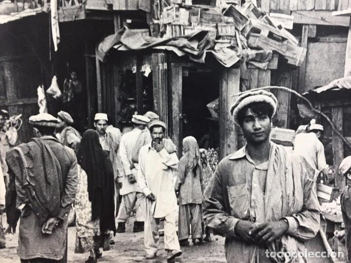 Fotografía antigua: fotografia blanco negro calle pakistan franja peshawar norte india años 50 70 40 x 27,5 cm - Foto 18 - 103389663