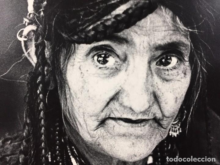 Fotografía antigua: fotografia blanco negro mujer anciana sabiduria etnia grupo indios america años 60 70 40 x 30 cm - Foto 2 - 103390923