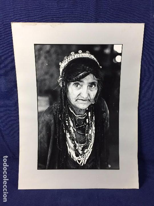 FOTOGRAFIA BLANCO NEGRO MUJER ANCIANA SABIDURIA ETNIA GRUPO INDIOS AMERICA AÑOS 60 70 40 X 30 CM (Fotografía - Artística)