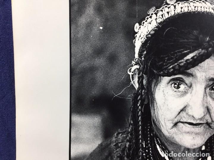 Fotografía antigua: fotografia blanco negro mujer anciana sabiduria etnia grupo indios america años 60 70 40 x 30 cm - Foto 8 - 103390923