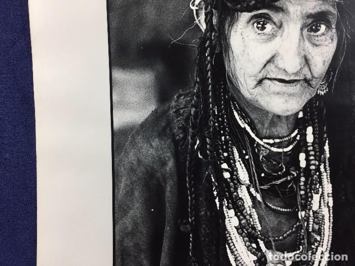 Fotografía antigua: fotografia blanco negro mujer anciana sabiduria etnia grupo indios america años 60 70 40 x 30 cm - Foto 9 - 103390923
