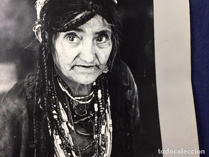 Fotografía antigua: fotografia blanco negro mujer anciana sabiduria etnia grupo indios america años 60 70 40 x 30 cm - Foto 10 - 103390923