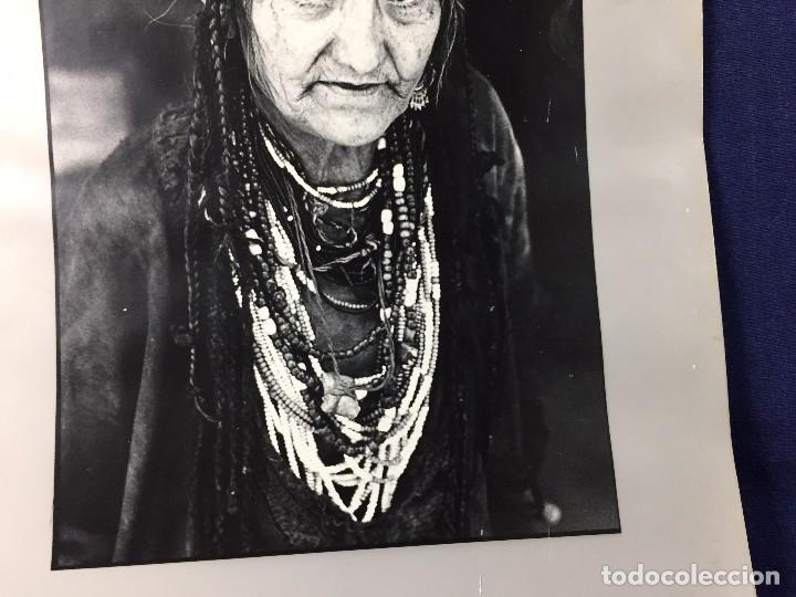 Fotografía antigua: fotografia blanco negro mujer anciana sabiduria etnia grupo indios america años 60 70 40 x 30 cm - Foto 11 - 103390923