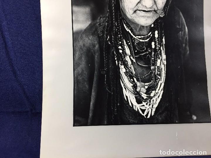 Fotografía antigua: fotografia blanco negro mujer anciana sabiduria etnia grupo indios america años 60 70 40 x 30 cm - Foto 13 - 103390923