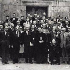 Fotografía antigua: == PH1445 - FOTOGRAFIA - GRUPO DE SEÑORES DELANTE DE LA ERMITA DE SAN PAU. Lote 103734223