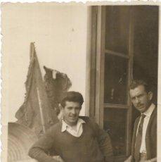 Fotografía antigua: ** AM674 - FOTOGRAFIA - GRUPO DE AMIGOS - 1956 - RF. C85. Lote 105020971