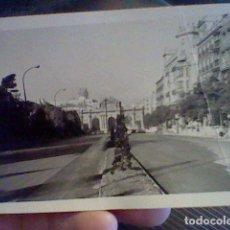 Fotografía antigua: FOTOGRAFIA PARTICULAR MADRID AÑOS 60 APROX PUERTA ALCALA. Lote 105086787