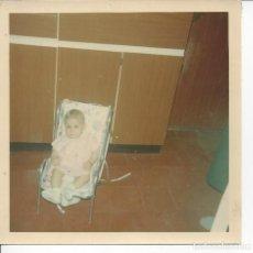 Fotografía antigua: FOTO BEBE AÑOS 70/80. Lote 105678999