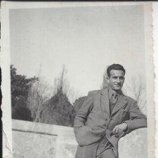 Fotografía antigua: FOTO HOMBRE AÑOS 40. Lote 105679747