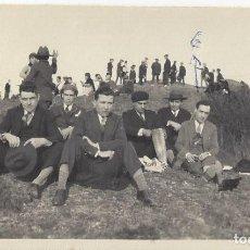 Fotografía antigua: FOTO AMIGOS DE EXCURSION O ROMERIA AÑOS 40. Lote 105798771