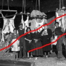 Fotografía antigua: ZARAGOZA. MATANZA DE RESES. LOTE DE DOS NEGATIVOS ORIGINALES. AÑOS 50. Lote 107053767