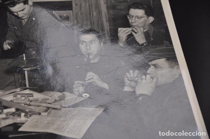 Fotografía antigua: ROBERT CAPA , FOTOGRAFIA ORGINAL , SELLADA AL REVERSO , MAGNUM PHOTOS INC. - Foto 4 - 107099635