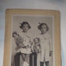 Fotografía antigua: FOTO-POSTAL AÑOS 20/30 - GEMELAS POSANDO (FOTO COYNE-ZARAGOZA). Lote 107353763