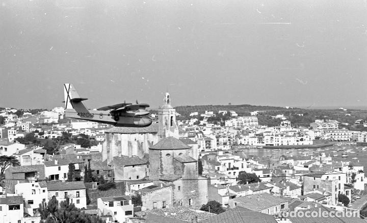 Fotografía antigua: 1981. Hidroavión Canadair extinguiendo un incendio en Cadaqués. 6 neg. 24x36 mm blanco y negro - Foto 5 - 108246823