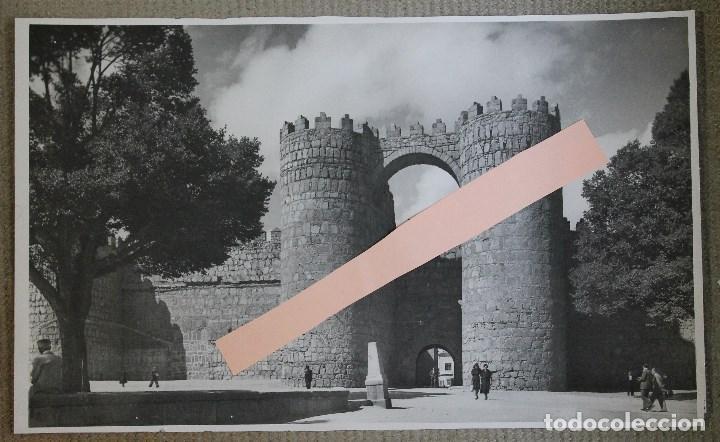 IMPRESIONANTE Y ESPECTACULAR FOTO. PUERTA DE SAN VICENTE. MURALLAS DE AVILA. AÑOS 50-60. VER MEDIDAS (Fotografía - Artística)