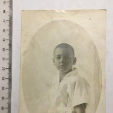 Fotografía antigua: FOTOGRAFÍA DE ESTUDIO. RETRATO DE NIÑO. H. 1920?. Lote 108760168