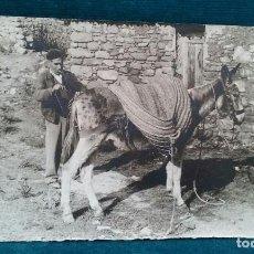 Fotografía antigua: FOTOGRAFÍA RETRATO COSTUMBRISTA. SEÑOR CON SU BURRO 18 X 12 CM .. Lote 109178643