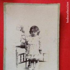 Fotografía antigua: ANTIGUA FOTOGRAFÍA. NIÑA CON MUÑECA. FOTÓGRAFO G.COLON. CASTELLÓN. FOTO.. Lote 109459059