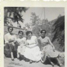 Fotografía antigua: == FA872 - FOTOGRAFIA PEQUEÑO FORMATO - CUATRO AMIGAS - 6,2 X 4,5 CM.. Lote 109996899