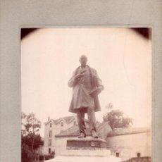 Fotografía antigua: MONUMENTO AL CONDE DE RIBADEDEVA.VILLA DE COLOMBRES RIBADEDEVA.ASTURIAS.23X17,5CM FOT.LEOPOLDO.CUELI. Lote 110150259