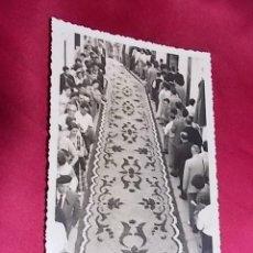 Fotografía antigua: FOTOGRAFIA CALLE DE SITGES. EL SEGUNDO PREMIO DEL AÑO 1955. . Lote 111522219