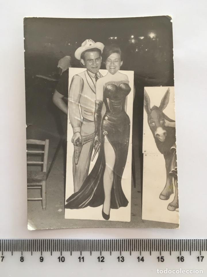 FOTO EN LA FERIA. FOTOG. ANÓNIMO. H. 1960? (Fotografía - Artística)